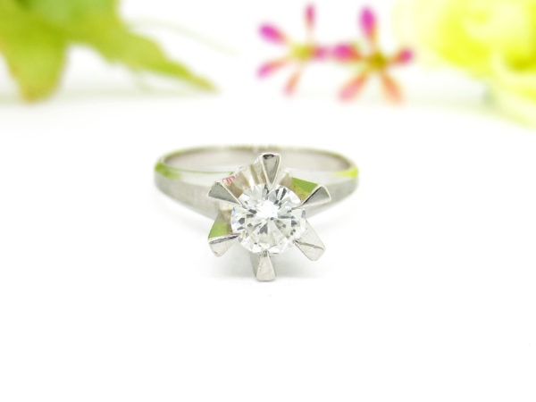 リフォーム前の立て爪ダイヤの婚約指輪