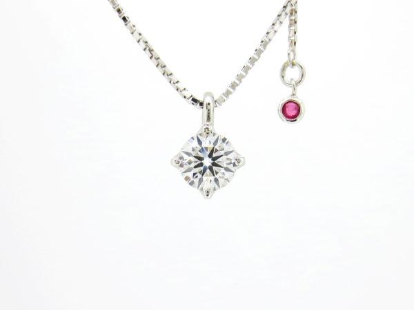 婚約指輪を誕生石とダイヤのネックレスへリフォーム