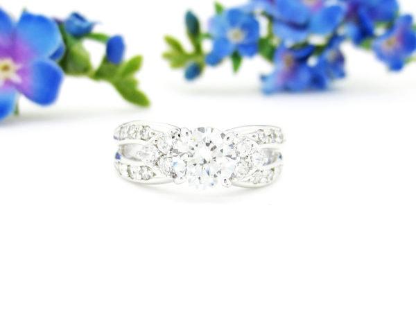リフォームしたダイヤの婚約指輪を妻にプレゼント