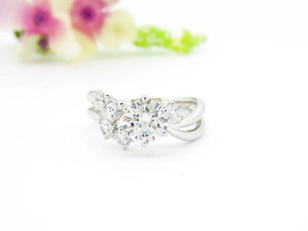 ジュエリーハナジマでおしゃれにリフォームしたダイヤのリング