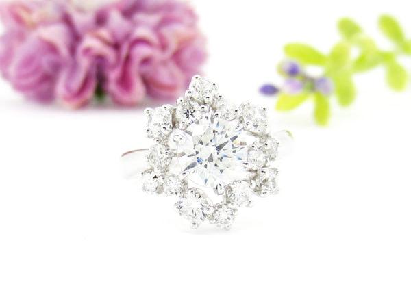 ジュエリーハナジマで華やかなデザインへリフォームしたダイヤの指輪