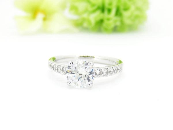 ジュエリーハナジマでおしゃれなデザインへリフォームした1カラットダイヤのリング