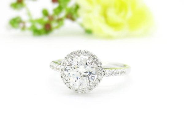 1カラットのダイヤと取り巻きのリングはジュエリーハナジマのリフォームで人気デザイン